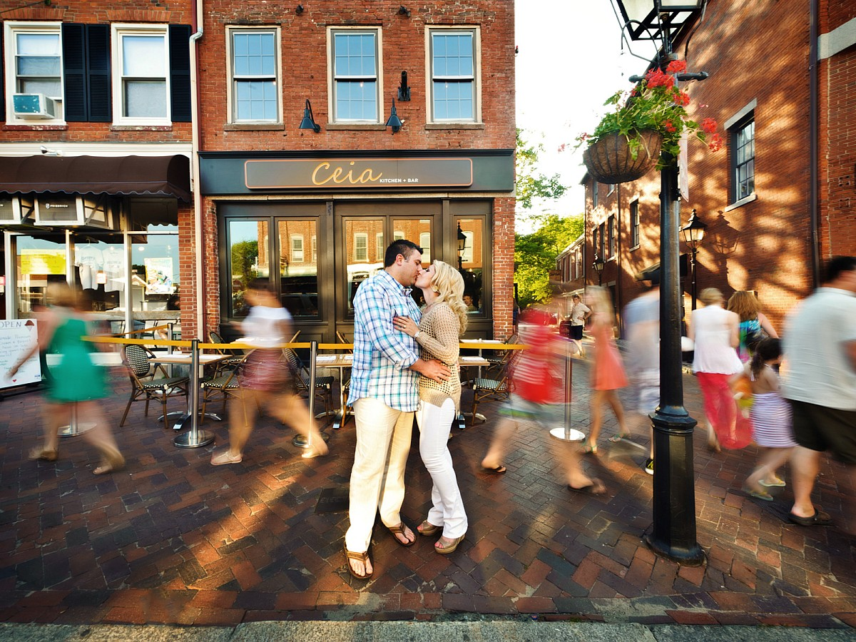 Engagement-Street-Busy-Motion-Kiss.jpg