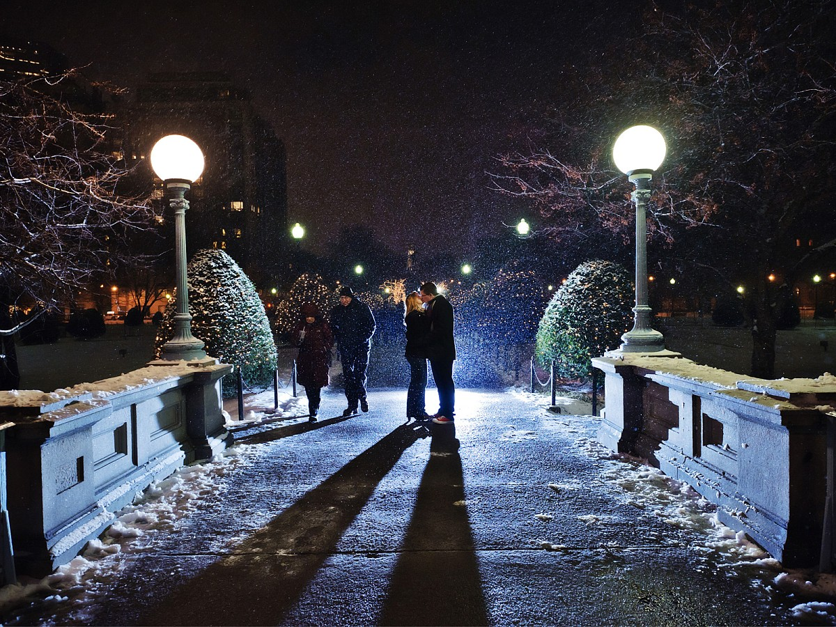 Engagement-Winter-Boston-Common-Snowing-Bridge.jpg