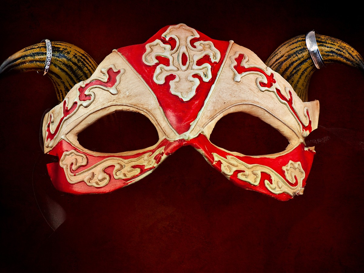 Weddings-Detail-Ring-Shot-Mask.jpg