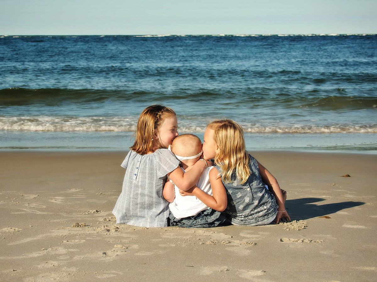 Lifestyle-Family-Children-Beach-Snuggle-Portrait.jpg