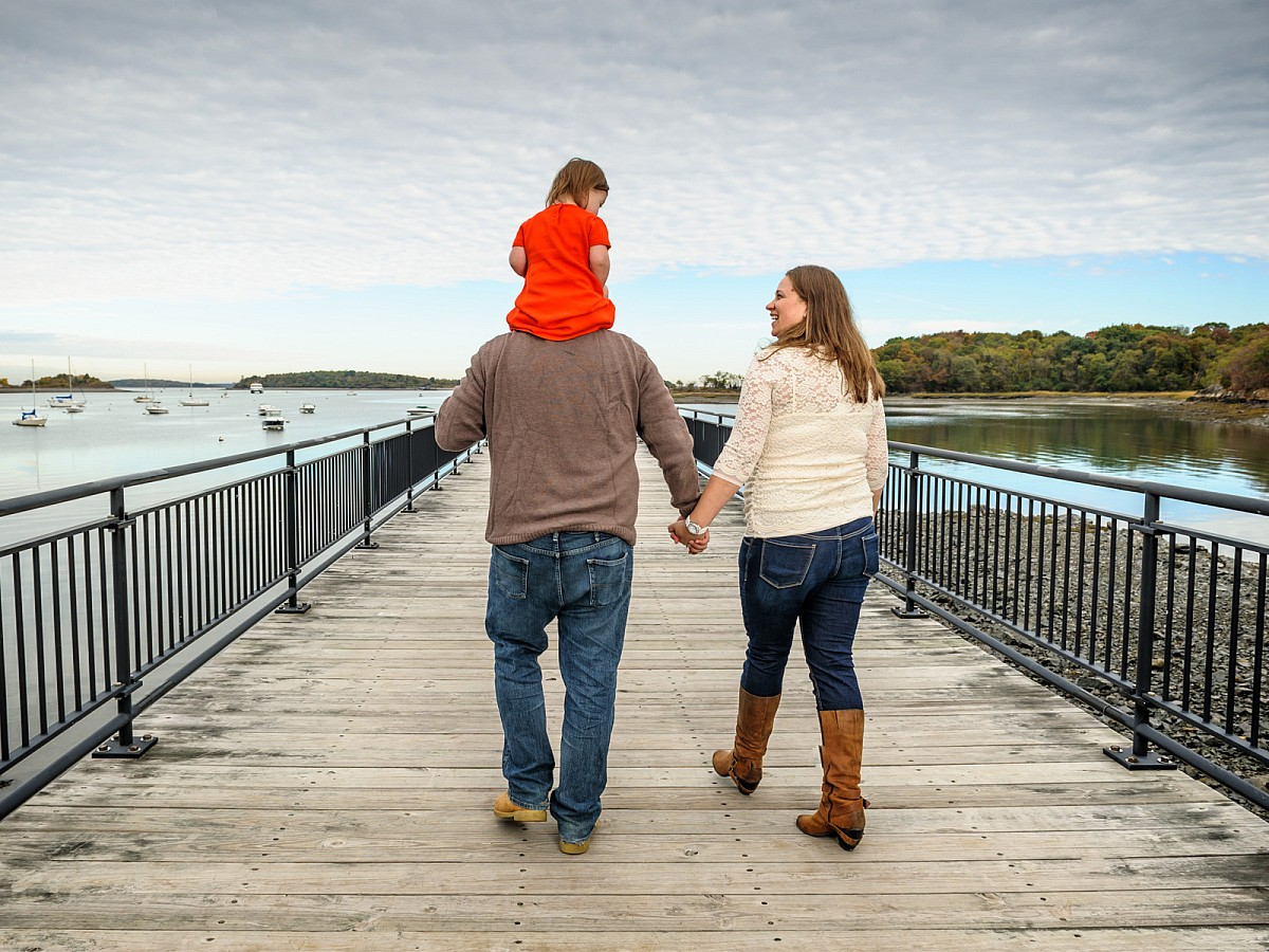 Lifestyle-Family-Pier-Piggyback-Walking-Portrait.jpg